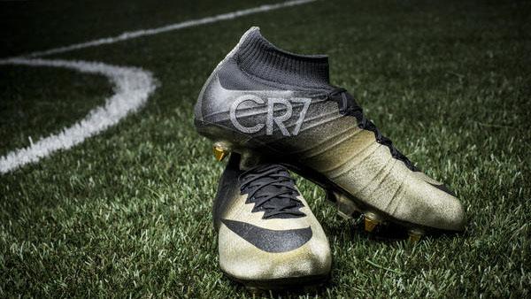 fb00efc743f91 Em comemoração à terceira Bola de Ouro conquistada por Cristiano Ronaldo
