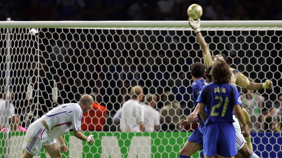 6550026e5d17b Nos 20 anos da estreia de Buffon pela seleção