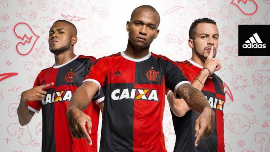 fdceb37f57375 Flamengo retoma papagaio de vintém em camisa para homenagear os 450 ...