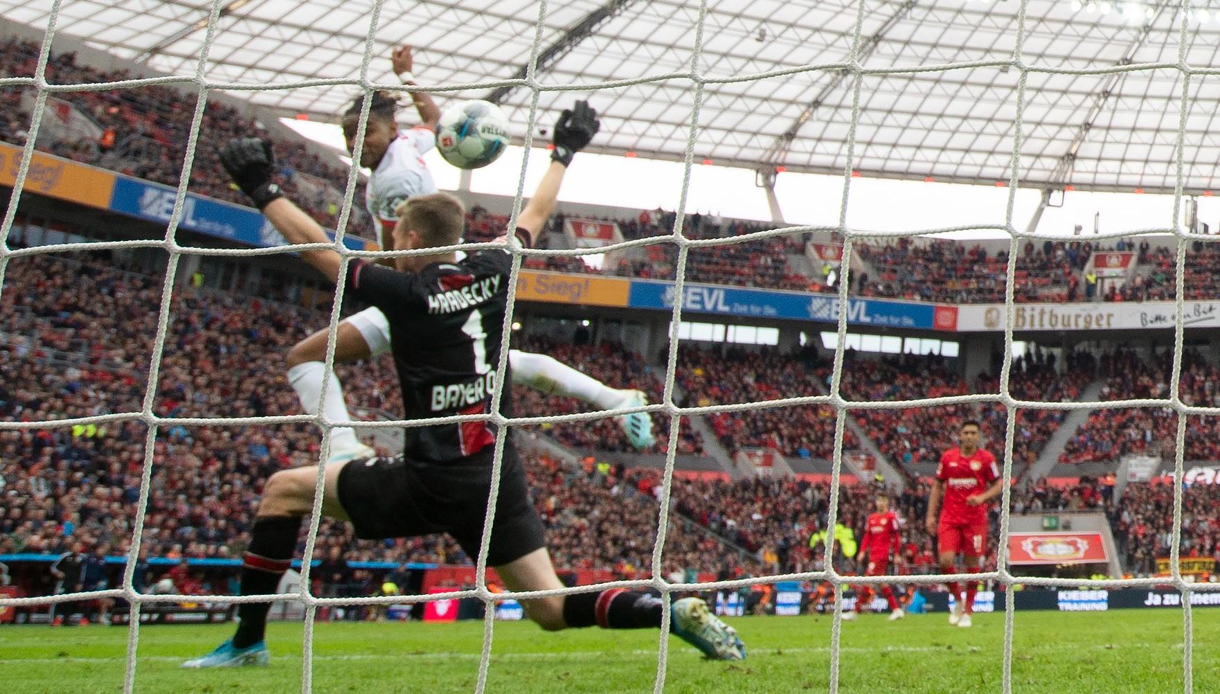 A Bundesliga fechou o sábado com cinco times igualados no topo da tabela com 14 pontos