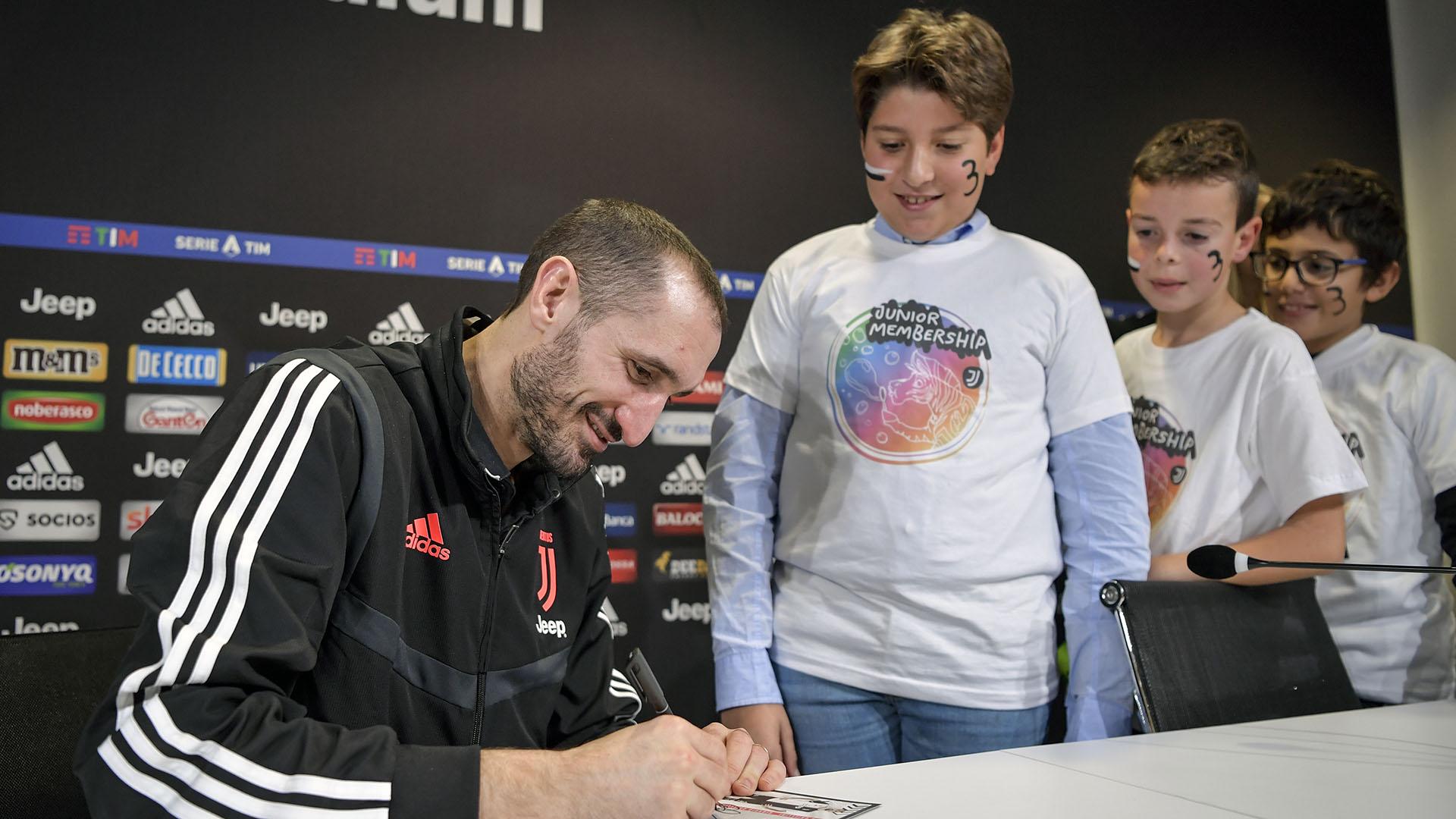 """Ídolo da Juventus, Chiellini confessa: """"Sim, eu era torcedor do Milan"""""""